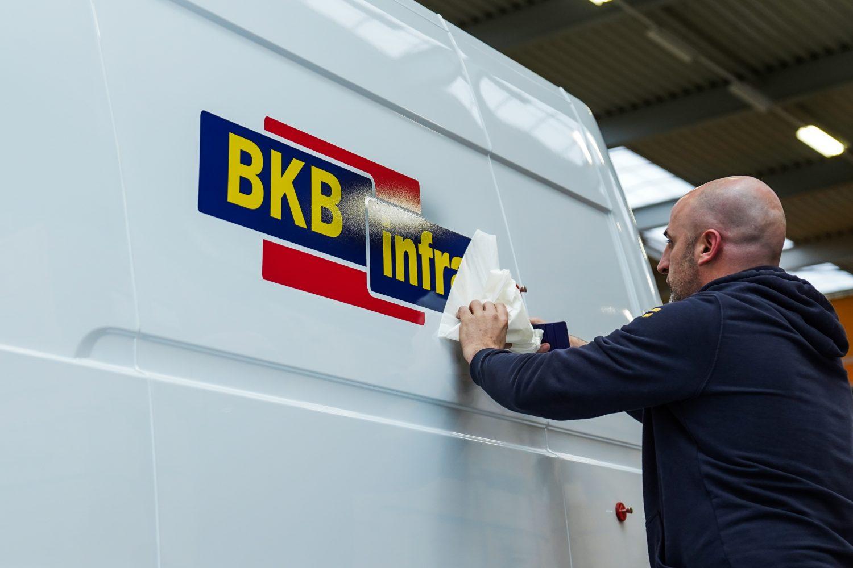 Van logo naar autoreclame! Laat je auto beletteren en je bedrijfsbus bestickeren door een professioneel signbedrijf in Dordrecht!