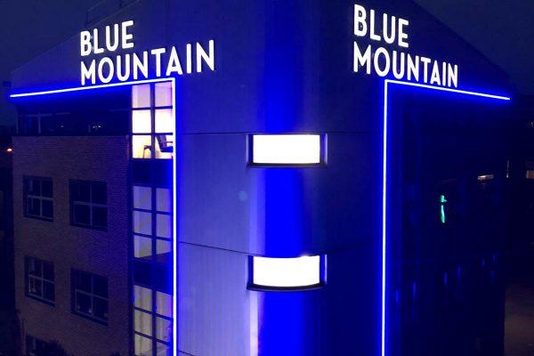 lichtreclame, gevelletters, lichtletter, marketing, reclame, belettering, blue mountain